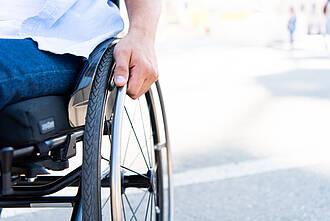 ALS zwingt Patienten früher oder später in den Rollstuhl. Ein neues Medikament zögert den Zeitpunkt möglicherweise etwas hinaus