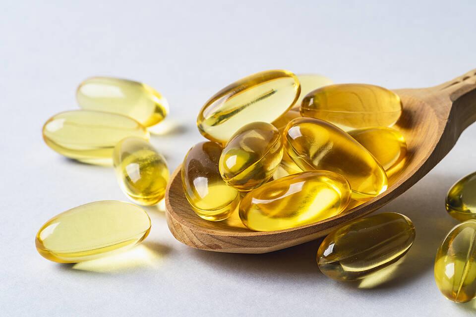 Schwangere haben einen besonders hohen Bedarf an Omega-3-Fettsäuren. Algenölkaspeln sind die vegane Alternative zu Fischöl
