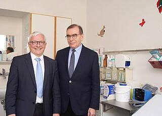 KV-Vorstand Dr. Burkhard Ruppert und Prof. Dr. Ulrich Frei eröffneten gemeinsam die neue die Notdienstpraxis an Charité Campus in Steglitz
