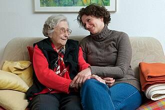 Pflege ist auf Angehörige zunehmend angewiesen