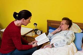 Pflegebedürftige sind auf ihre Angehörigen angewiesen