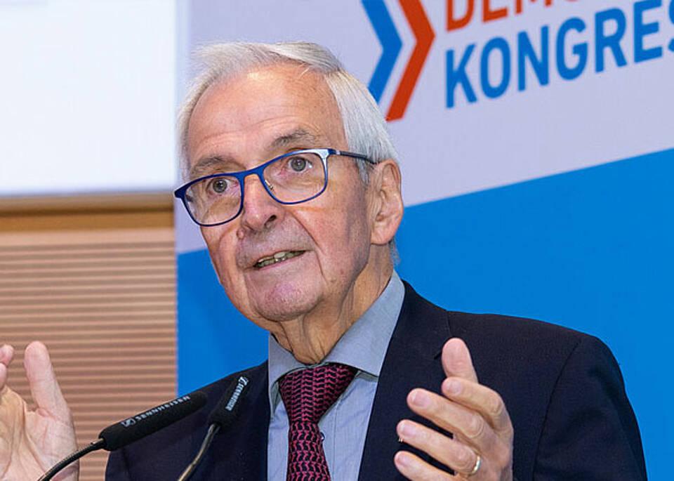 Umweltexperte Klaus Töpfer auf dem Demografiekongress 2021: Fortschritt bedeutet, Fehler zu korrigieren