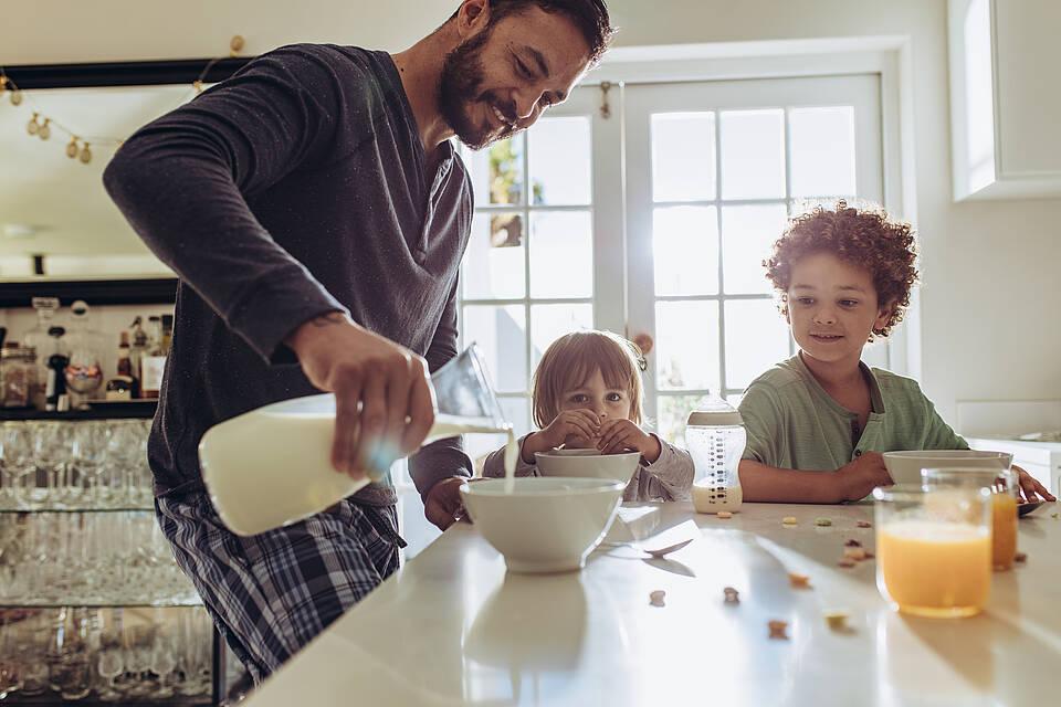 Seltener krank, bessere Immunantwort: Nach einer aktuellen Studie sind Kinder in doppelter Hinsicht besser vor dem Coronavirus geschützt als Erwachsene