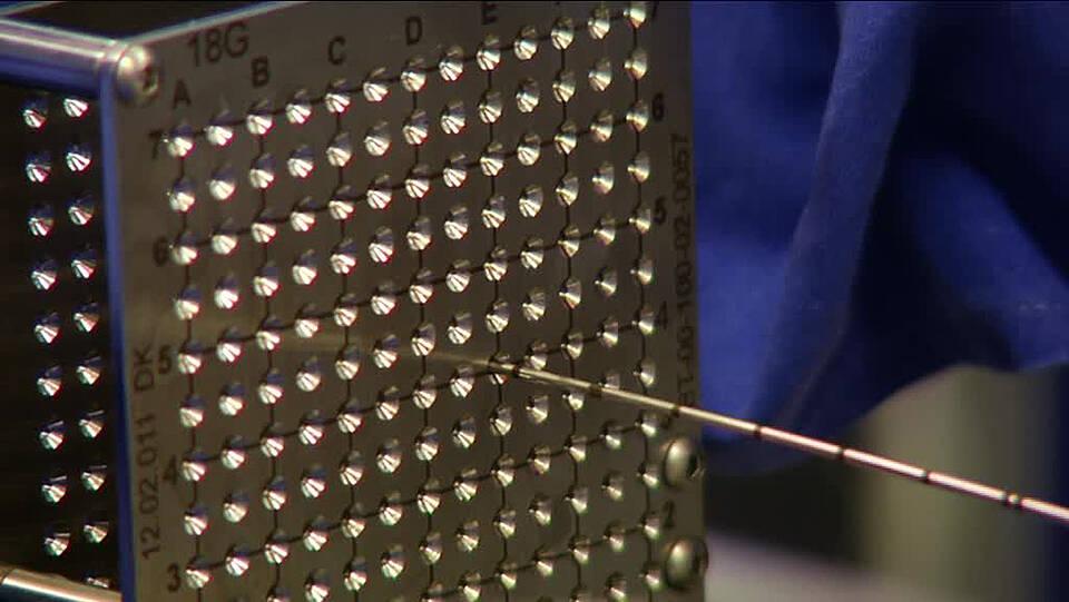 Metallraster als Führungsschablone zur gezielten Biopsie
