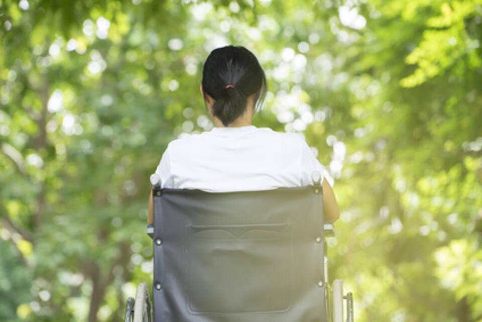 Multiple Sklerose, MS, Lähmungserscheinungen, Rollstuhl ,Lä