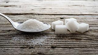 Zucker ist auch in süßen Limonaden versteckt