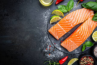 Fetter Seefisch wirkt sich lindern auf Migräne-Kopfschmerz aus