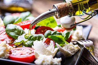 mozzarella, tomaten, basilikum, olivenöl, mediterrane diät