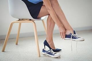 Sitzen: Ein Hauptrisikofaktor für Gefäßerkrankungen.