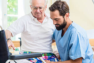 altenpfleger, altenpflege, pflegepersonal, pflegekräfte, altenheim, seniorenheimelgem