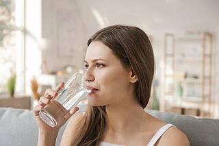 Wärme, viel trinken und Ruhe: Harnwegsinfekte können auch ohne Antibiotika ausheilen