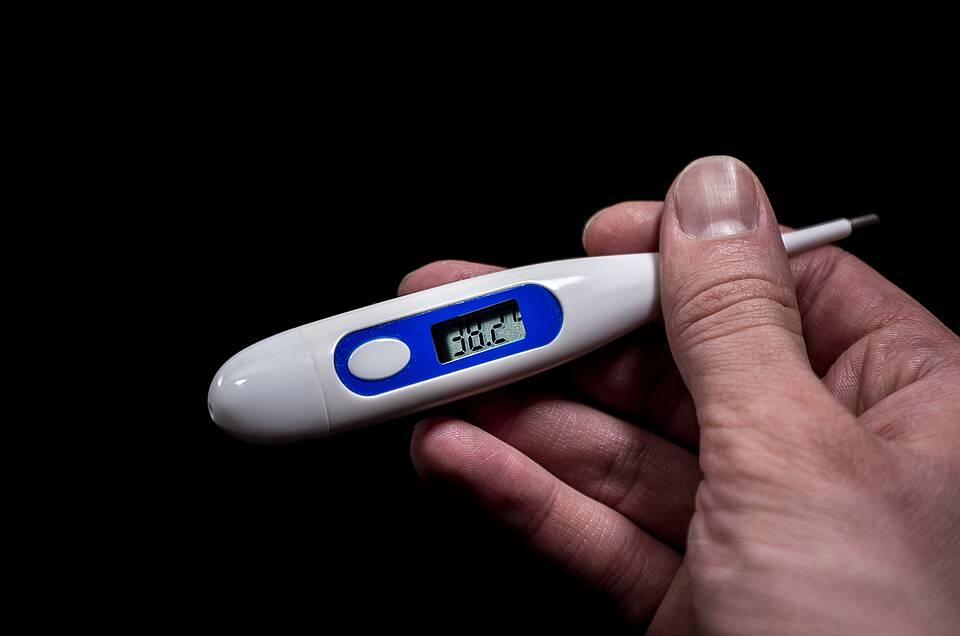 Fieberthermometer mit Anzeige 38,2 Grad