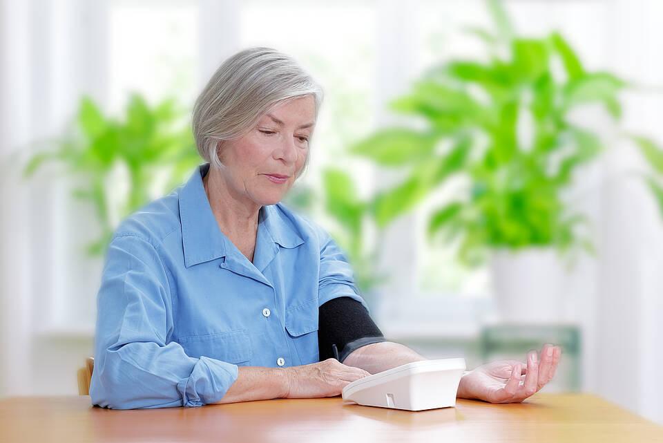 blutdruck messen, blutdruckmessgerät, bluthochdruck