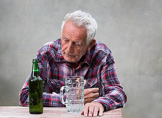 Alkoholsucht im Alter, Alkohol, Senior, Alkoholismus