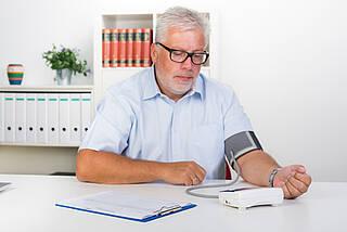 Blutdruckmessen, blutdruckmessgerät, bluthochdruck, hypertonie