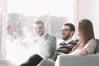 Lungenkrebs kann eine Berufskrankheit sein, wenn er durch Passivrauchen am Arbeitsplatz verursacht wurde