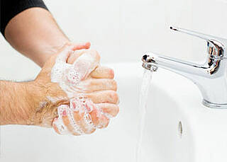 Händewaschen sollte zur Gewohnheit werden, raten Infektionsschützer