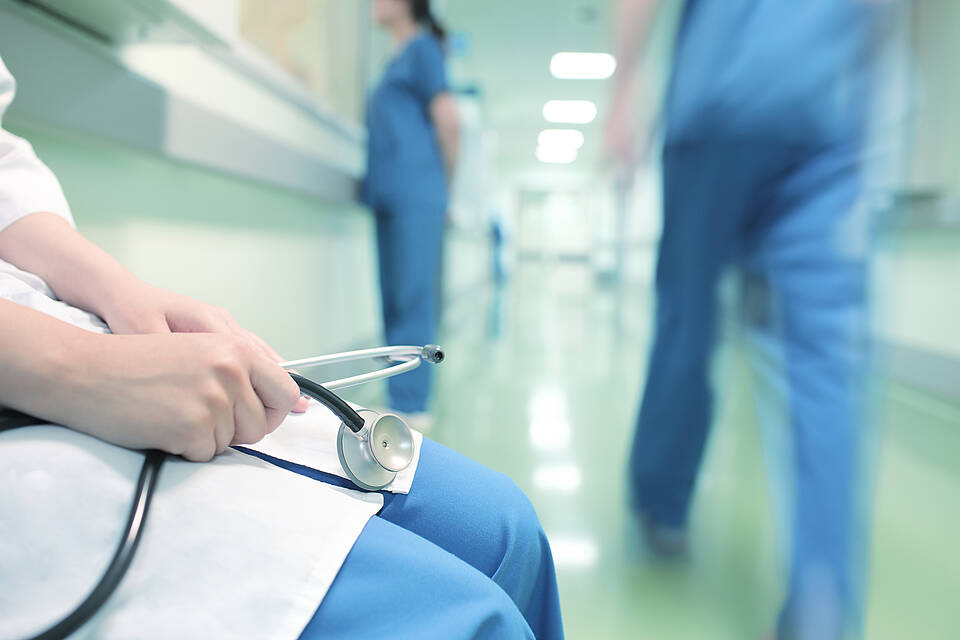 Operation, Krankenhausflur, Arzt, Pfleger