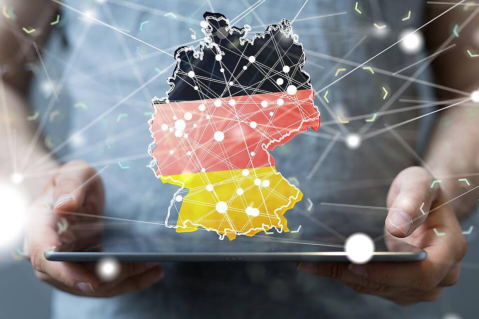 Corona-SMS informiert Einreisende über ihre Pflichten in Deutschland. Doch die sind verwirrend