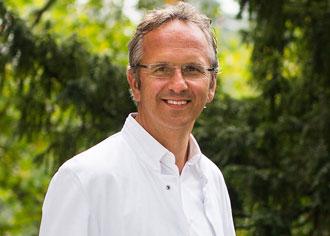 """Prof. Andreas Michalsen von der Charité hat nach eigenen Angaben """"Viele gute persönliche Erfahrungen mit Osteopathie gemacht"""""""