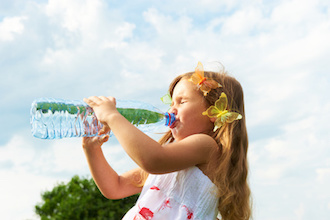 Wasser: Abkühlung bei Sonnenstich und Hitzschlag
