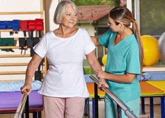 Wer Stürze bei älteren Menschen verhindert, verhindert auch Oberschenkelhalsbrüche