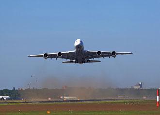 "Ebola-Rettungsflugzeug ""Robert Koch"" hebt von Tegel ab"
