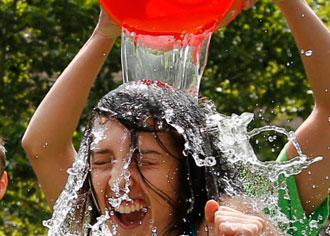 """ALS-Ambulanz der Charité profitiert von """"Ice Bucket Challenge"""": 2.000 Spenden täglich"""