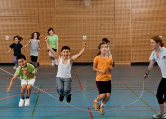Herz-Vorsorge kann auch Spaß machen: Das Projekt Skipping Hearts der Deutschen Herzstiftung ist ein gutes Beispiel