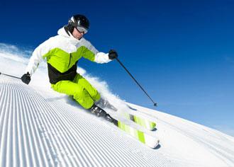 Schweren Verletzungen vorbeugen: Nicht ohne Helm und untrainiert auf die Skipiste