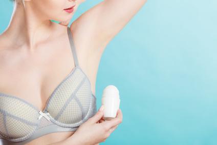 Aluminium im Deo: Neue Studie erhärtet den Zusammenhang zu Brustkrebs