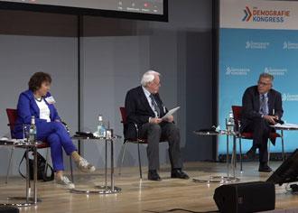 Experten auf dem Demografiekongress 2020: Corona hat die Bedeutung des öffentlichen Gesundheitsdienstes ins Bewusstsein gerückt.  v.l.nr. Dr. Ute Teichert, Moderator Rainer Hess, Uwe Lübking