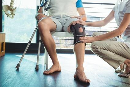 Knie, Bandage, knieschmerzen, operation, krücken