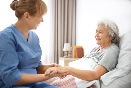 pfleger, altenpflege, pflegekräfte, pflegebedingungen, pflegequalität, pflege, altenheim, seniorenheim